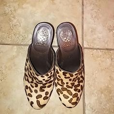 Vince Camuto Clogs Cute shoes...excellent condition Vince Camuto Shoes Mules & Clogs