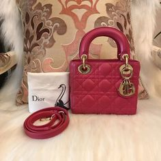 Please Note All The Pre-loved ( Used/Second Hand) Items Are 100% Authentic!! In order to secure both parties, you can ask me for more detailed photos of the item and check its Authenticity. All items available for Worldwide shipping Feel free to ask if there's any question.    🎀Contact Us🎀    Email:13502874040@163.com    Facebook: Molly Zhang    WeChat: molly5353 Line:+1 7785836678    WhatsApp:+86 13502874040    Instagram: luxury_loverrrr    Dior莓粉色三格,成色97新,配件:肩带/防尘袋。 | Shop this…