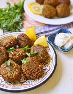 Homemade falafel with chickpeas, fresh herbs and spices. These are the best falafel ever! Chickpea Recipes, Veggie Recipes, Vegetarian Recipes, Healthy Recipes, Vegetarian Options, Veggie Food, Falafels, Lebanese Falafel Recipe, Kosher Recipes
