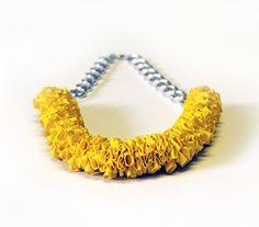 Collana con palloncini gialli, effetto corona : Collane di nokike-handmade