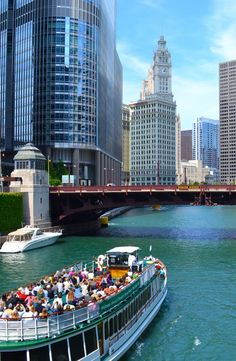 The Windy City, the City of the Broad Shoulders, the Second City—there's a reason Chicago has so many nicknames: Illinois Travel Honeymoon Backpack Backpacking Vacation Budget Wanderlust Off the Beaten Path Chicago Vacation, Chicago Travel, Travel Usa, San Francisco, San Diego, Nova Orleans, Oh The Places You'll Go, Places To Visit, Chicago Illinois