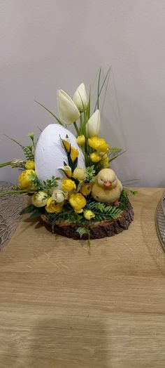 Centerpieces, Table Decorations, Deco Floral, Easter Crafts, Flower Arrangements, Diy And Crafts, Wreaths, Holiday Decor, Spring