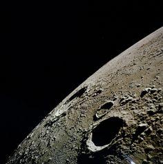 A cratera de Copérnico luas fotografado da órbita lunar durante a missão Apollo 12, 19 de novembro de 1969. #space