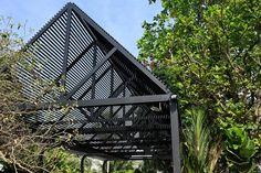 Perfimet – Especialistas en Acero Kiosk Design, Cabin, House Styles, Spot Lights, Cabins, Cottage, Wooden Houses