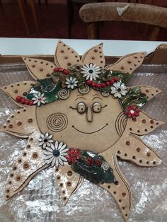 Air Dry Clay, Christmas Wreaths, Gift Wrapping, Holiday Decor, Gifts, Home Decor, Clays, Faces, Gift Wrapping Paper