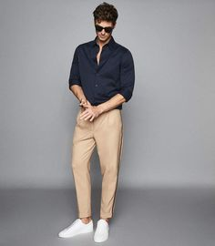 152 easy mens fashion casual tricks for a sharper look – page 1 Summer Outfits Men, Stylish Mens Outfits, Beach Outfits, Sneakers Outfit Men, White Sneakers, Mens Chino Pants, Denim Shirt Men, Smart Casual Men, Herren Outfit