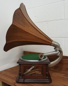 """BI"" Graphophone made by Columbia, 1905."