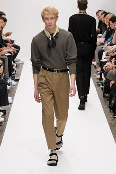 Margaret Howell was strong on the color combos for spring-summer showcasing signature basics with a great palette suited for everyday dressing. Fashion Show, Mens Fashion, Street Fashion, Margaret Howell, Spring Summer 2016, Summer Collection, Street Wear, Menswear, London