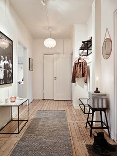Taan says: I really love this corridor, the wooden floor is heaven for me, but I would play a little more colorful somehow, but yes, it's on my wish list to work with a space like this