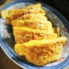 The Hong Kong Cookery: Egg Omelet with Minced Pork & Preserved Radish 煎蛋角 Chinese New Year Dishes, Chinese Egg, Chinese Food, Radish Recipes, Egg Recipes, Asian Recipes, Asian Egg Recipe, Stir Fry With Egg, Fried Milk
