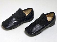 Pair of children's shoes, Clarks, about 1850 Museum no. Vintage Shoes, Vintage Outfits, Vintage Fashion, Clarks, Victorian Children's Clothing, V & A Museum, Historical Clothing, Women's Clothing, Childrens Shoes