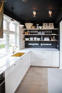 Tid for hjem Kitchen Layout, New Kitchen, Kitchen Dining, Kitchen Cabinets, Knoxhult Ikea, Kitchen Stories, Kitchen Interior, Home Kitchens, Kitchen Remodel