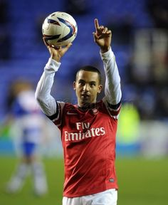 Reading 5 - 7 #Arsenal - #Walcott receives the match ball after his hat - trick