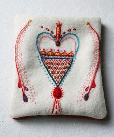 By lina holm, ä i a gart swedish embroidery, wool embroidery, hand embroide Scandinavian Embroidery, Swedish Embroidery, Crewel Embroidery, Cross Stitch Embroidery, Embroidery Patterns, Stitch Patterns, Fabric Art, Textile Art, Needlepoint