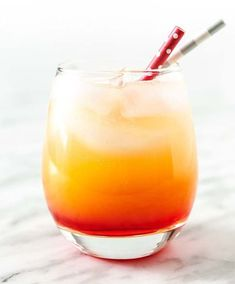 Sparkling Campari Orange is a festive and refreshing cocktail that is easy to mix. It tastes delicious and perfect for Holiday parties! Refreshing Cocktails, Easy Cocktails, Cocktail Recipes, Drink Recipes, Summer Cocktails, Classic Cocktails, Ginger Lemonade, Raspberry Lemonade, Sour Cocktail