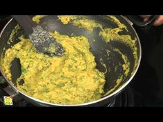 Kothimbir vadi is a wonderful starter snack that is extremely popular among Maharashtrians and often prepared in most Maharashtrian homes served with steamin. Bangladeshi Food, Bengali Food, Happy Star Wars Day, Indian Food Recipes, Ethnic Recipes, Vegan Foods, Guacamole, Desi, Snacks