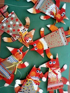 Paper Collage Fox Craft is a perfect little fall art project for your art class. Fall Art Projects, Projects For Kids, Craft Projects, Cardboard Crafts, Paper Crafts, Diy Crafts For Kids, Art For Kids, Fox Crafts, Crafty Kids