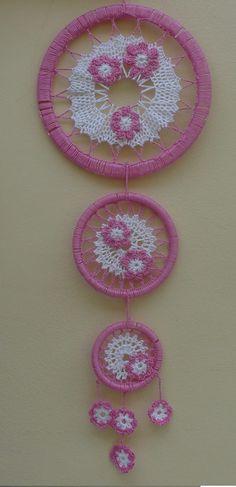 lapač Dreamcatcher Design, Crochet Dreamcatcher, Crochet Mandala, Crochet Motif, Irish Crochet, Crochet Doilies, Crochet Patterns, Crochet Hats, Lace Dream Catchers