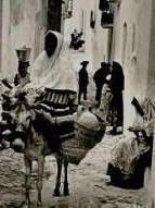 Mojacar Almeria mujer en burro con cantareras y cantaros