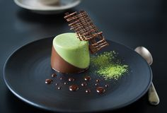 Japanese Matcha might be on trend at the moment but it actually is something that pairs amazingly well with chocolate.Earthy, slightly bitter and complex. A true delight. Mini Desserts, Plated Desserts, Just Desserts, Dessert Recipes, Mini Tortillas, Matcha Panna Cotta Recipe, Moose Cake, Chocolate Mousse Cake, Lindt Chocolate