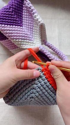 Crochet Bag Tutorials, Crochet Flower Tutorial, Crochet Videos, Crochet Projects, Crochet Basket Pattern, Crochet Motif, Crochet Designs, Crochet Stitches, Knitting Patterns