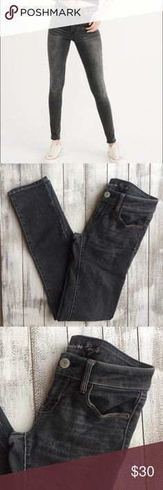 """ONE HOUR NWOT AMERICAN EAGLE SKINNY JEANS NWOT American Eagle skinny jeans. Stretch material. Size 2R. Mint condition. Waist 14"""" Inseam 32"""" Length 39"""" American Eagle Outfitters Jeans Skinny"""
