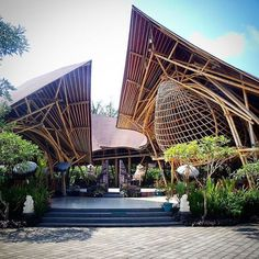 restaurant architecture Restaurant The Bambookoening, Ubud Bamboo Architecture, Tropical Architecture, Sustainable Architecture, Amazing Architecture, Architecture Design, Ubud, Bamboo House Design, Bamboo Building, Bamboo Structure