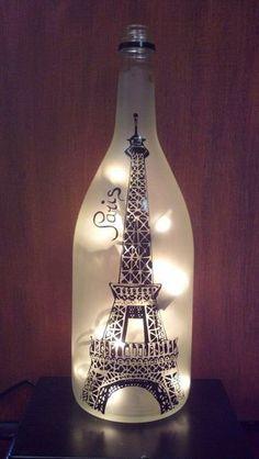 Eiffel Tower Paris Recycled Wine Bottle Lamp von CountryCrafts14
