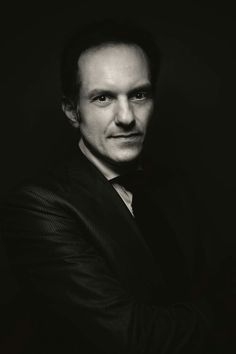 Luca Litrico ritratto dal Maestro Giovanni Gastel. Gentile concessione del Maestro Giovanni Gastel. Tutti i diritti riservati.