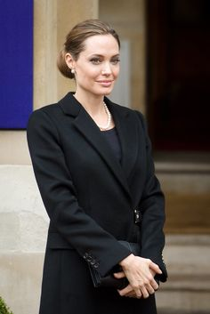 Angelina Jolie responded to the October 2012 shooting of Malala Yousafzai, shot by the Taliban for promoting education for girls, in a moving article that Angelina Jolie Fotos, Brad And Angelina, Malala Yousafzai, Amal Clooney, Super Cool Stuff, Jolie Pitt, Cancer Facts, Hollywood, Brad Pitt