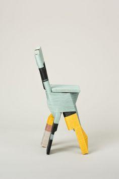Cadeira de Anton...azul claro, amarelo e preto.Chic