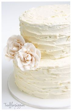 We would like the round two-tier cake for our wedding cake. Vanilla with Vanilla frosting and strawberries cream filling. Is it possible to make the cake look like this and use the same pink white roses in the bridal bouquets? Wedding Cake Rustic, Rustic Cake, Our Wedding, Wedding Cakes, Wedding Ideas, Trendy Wedding, Wedding Unique, Wedding Vintage, Purple Wedding