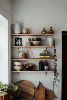 How to style the perfect shelfie Source: Hannah Bullivan. Beautiful Kitchen shelf How to style the p Decor, Beautiful Kitchens, Interior, Modern Farmhouse Interior Design, Kitchen Decor, Kitchen Design Diy, Farmhouse Interior Design, Kitchen Shelves, Kitchen Design