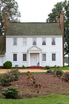 I love this house, and the fact that it looks like an old school house! So me!