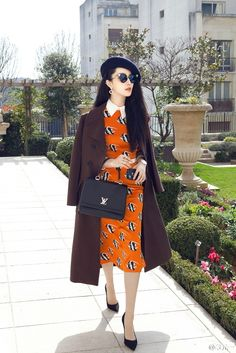 Love The Orange Skirt And Brown Overcoat Vestidos Valentino, Casual Outfits, Fashion Outfits, Womens Fashion, Fan Bingbing, Orange Skirt, Chinese Actress, Glamour, Timeless Fashion