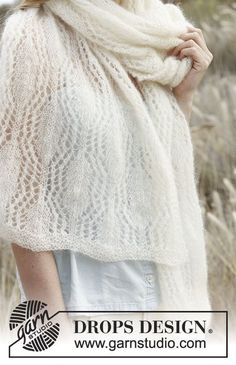 Knitted DROPS scarf with lace pattern in Vivaldi or Brushed Alpaca Silk . Free pattern by DROPS Design.