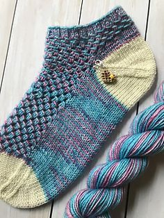 Baby Knitting Patterns Mittens Magic tricks are fun and engaging, just like this shortie sock pattern! And a ma… Knitted Socks Free Pattern, Crochet Socks, Knit Or Crochet, Baby Knitting Patterns, Lace Knitting, Knitting Socks, Knit Socks, Knitted Slippers, Knitting Tutorials