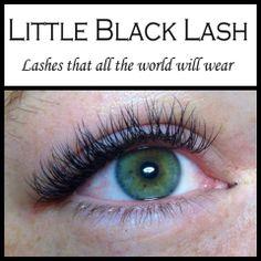 Je hebt groen. En je hebt groen, groen! Robine is gezegend met een paar prachtige groene ogen die dankzij de wimpers van Little Black Lash niet te missen zijn.