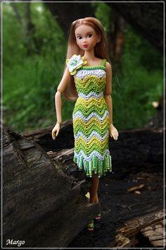 ~inspiration: GREEN~ - tonya f - Веб-альбомы Picasa Barbie Clothes Patterns, Crochet Barbie Clothes, Doll Clothes Barbie, Barbie Dress, Clothing Patterns, Barbie Doll, Knitted Dolls, Crochet Dolls, Barbie Summer