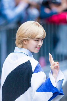 Jungyeon - sides and back