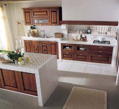 Top in ceramica 10x10 cm per questo ambiente stile classico. Per il rivestimento paraschizzi viene utilizzato lo stesso modello di piastrelle - isola centrale