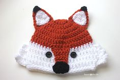 Earlier this week I posted the pattern and tutorial for a CROCHET FOX HAT and the more I looked at the it,  I started to see some resemblance to a raccoon as well! With just a few tweaks and the addition of black eye patches, Mr. Fox turned into a cute little raccoon! Full pattern is posted …