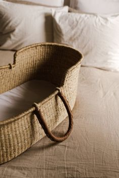 Your sweetest dreams have come true with our exquisite moses baskets, perfect for cradling tiny bundles of love. Each basket comes with Briar's classic Natural Stripe bonnet in size our treat. Baby Moses, Sisal, Kids Bedroom, Bedroom Decor, Master Bedrooms, Nursery Room, Getting Ready For Baby, Baby Baskets, Moses Basket