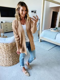 Casual Fall Outfit // Express favorites I'm loving for Fall // Fall Fashion // How to style straight leg jeans // Fall outfit