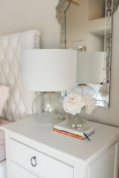 This white bedside table is so cute! - M Loves M M Loves M This white bedside table is so cute! - M Loves M Diy Home Decor For Apartments, Diy Home Decor On A Budget, Easy Home Decor, Cheap Home Decor, Bedside Table Styling, Bedside Table Decor, White Bedside Lamps, Small Room Bedroom, Bedroom Decor