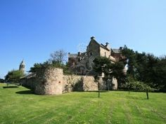 Book this Medieval Castle for your next self catering holiday. Suitable for groups of Close to Edinburgh, St Andrews and Dunfermline. Book online now or call Scotts Castle Holidays on 821
