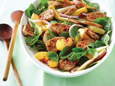 Salade tiède d'épinards au porc, aux pêches et aux chipotles - Châtelaine Kung Pao Chicken, Pasta Salad, Ramen, Sprouts, Potato Salad, Salads, Potatoes, Vegetables, Ethnic Recipes