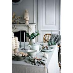 Assiette plate en grès Nordic Sand - Vaisselle raffinée et élégante @brostecph chez Pure Deco  Cuisine scandinave / Nordic design / interiors / Service à vaisselle / Assiette à dessert