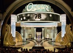 Love the glamorous props, lighting and stairs. Theater, Theatre Stage, Theatre Design, Booth Design, Display Design, Tv Set Design, Event Design, Gala Oscar, Wedding Stage Design