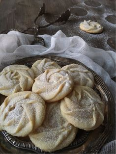 Cookies and Sweets - Söta små roskakor Baking Recipes, Cookie Recipes, Snack Recipes, Dessert Recipes, Snacks, Biscuit Cookies, Yummy Cookies, Grandma Cookies, Scandinavian Food